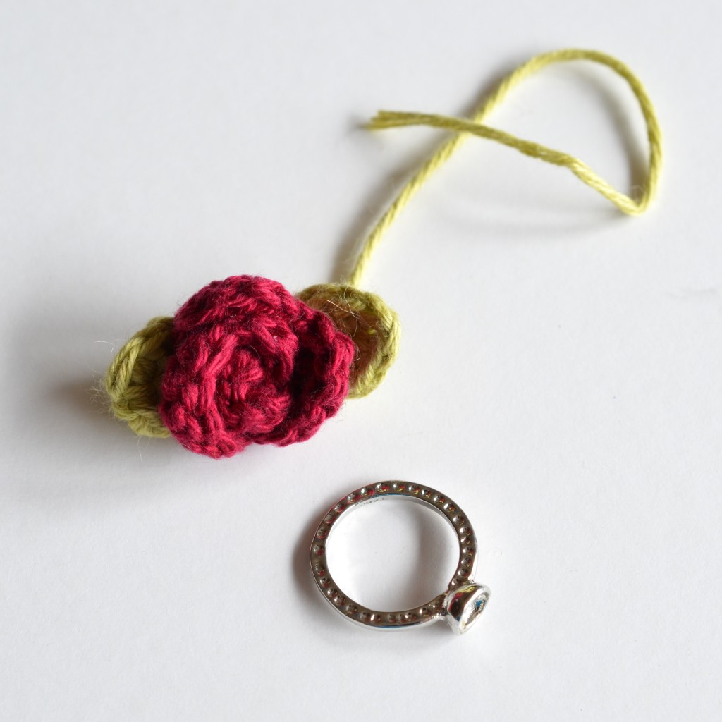 Pretty Crochet Flower Ring - Pops de Milk
