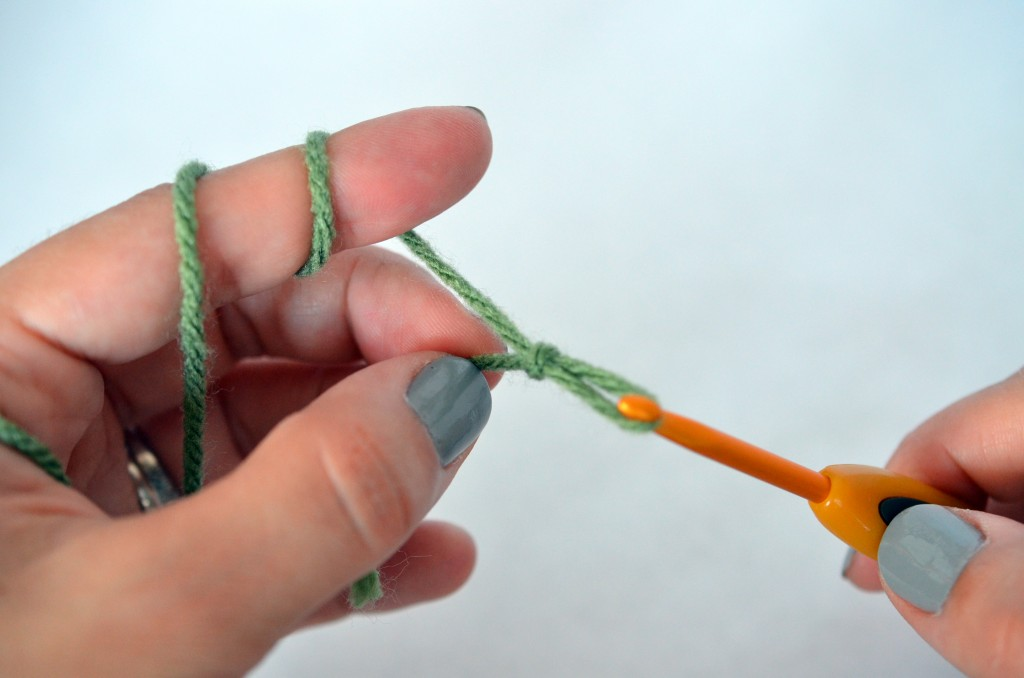Crochet Basics - Slip Knot and Chain - Pops de Milk #learntocrochet #crochet #basics