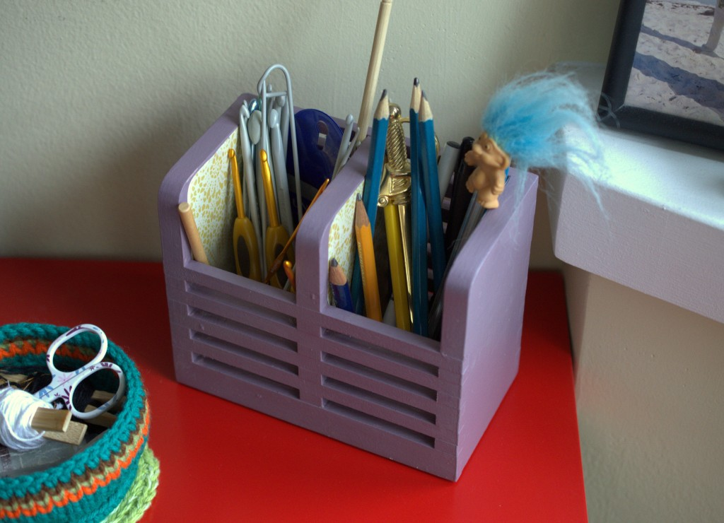 DIY Crochet Hook Storage from Ikea Cutlery Container - Pops de Milk